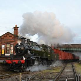 Image: Jacob Peatfield-Straw, 46521 running through Quorn Station